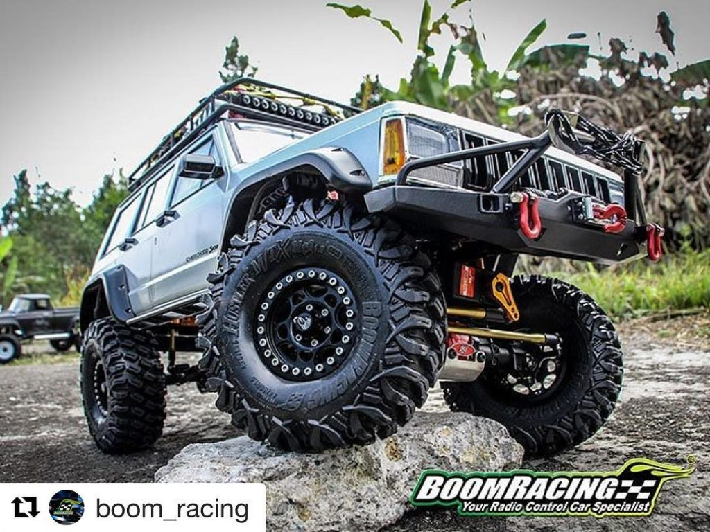 Repost boomracing This SCX10 II upgraded with so many Boomhellip